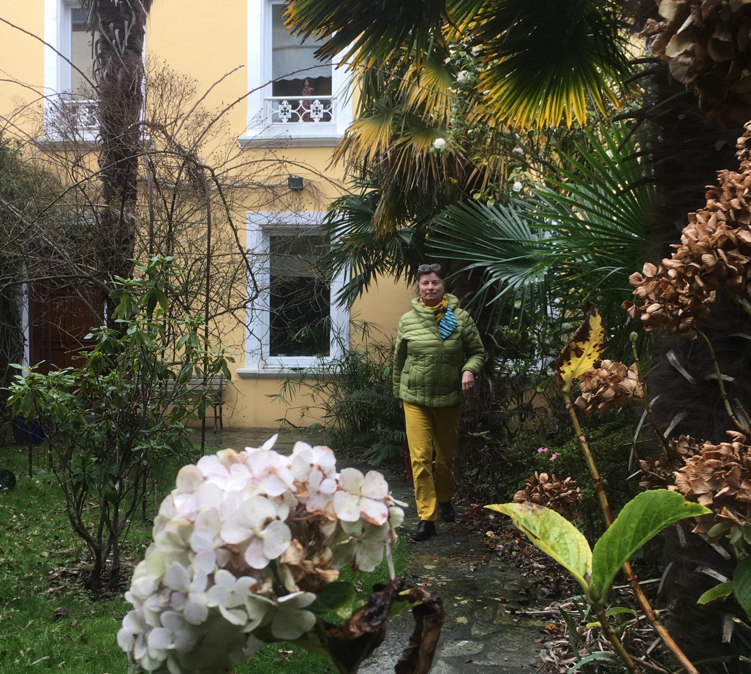 Marianne dans le jardin